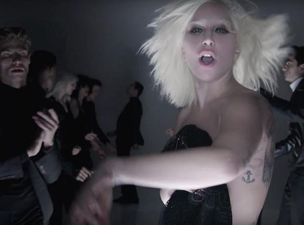 Defilesini Lady Gaga Klibinde Yaptı!