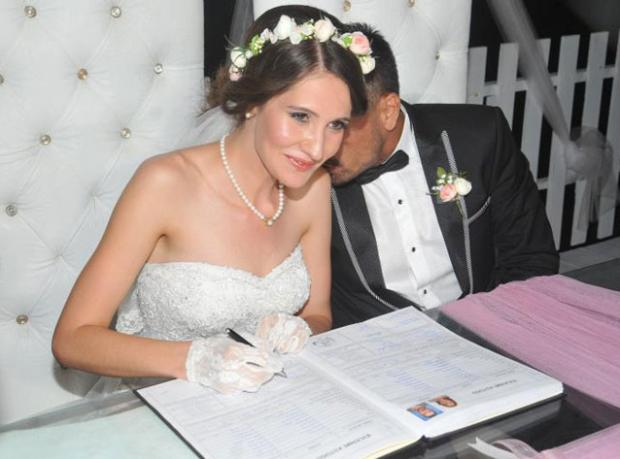 Hayatının Kadınıyla Evlendi!