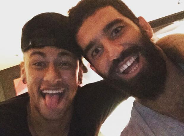 Arda Neymar'ın Evine Yerleşti!