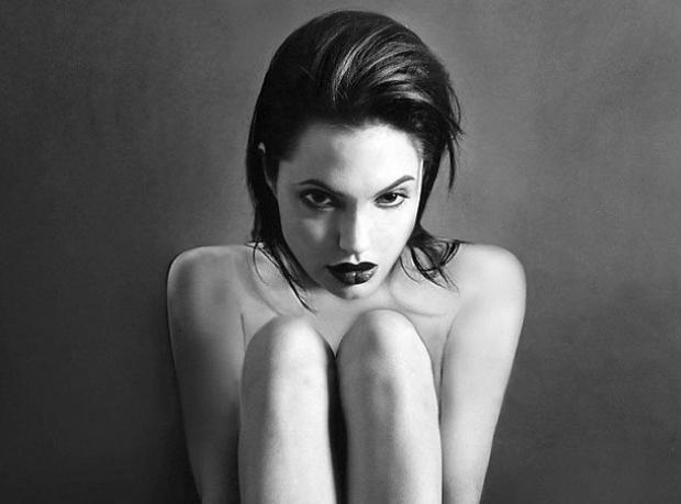 Siyah Beyaz Angelina
