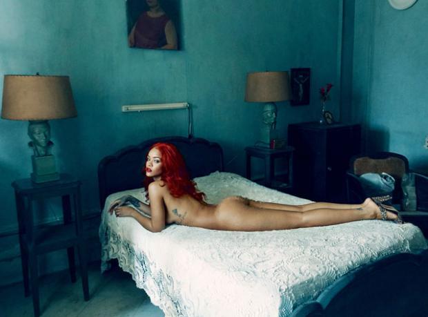 Rihanna Tamamen Çıplak!