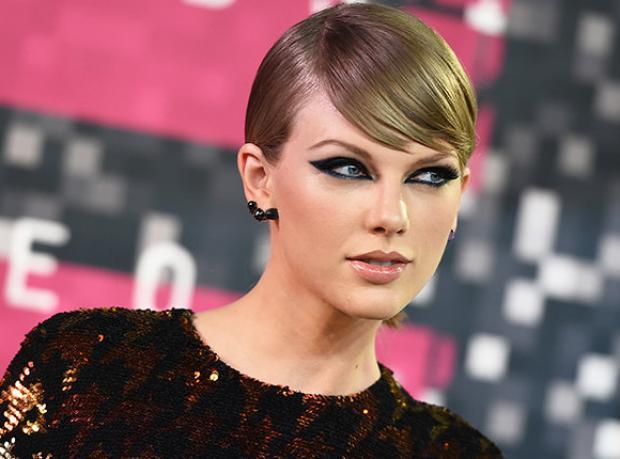 Taylor Swift Ateş Altında