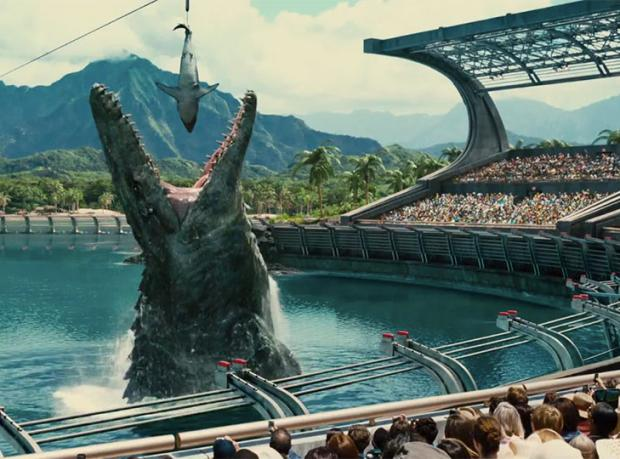 Jurassic World Rekora Doymuyor