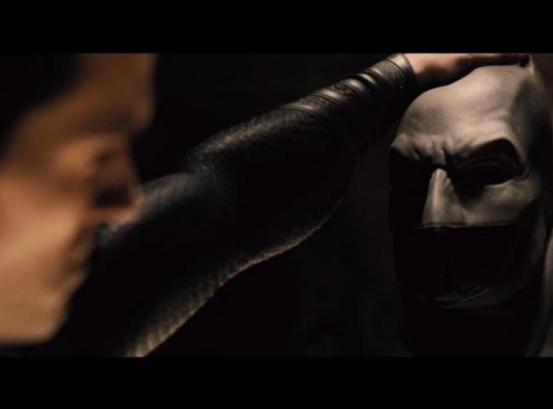 Batman'in Maskesini Düşürdü!