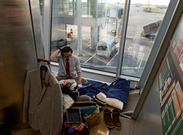 İki Aydır Havaalanında Yaşıyor