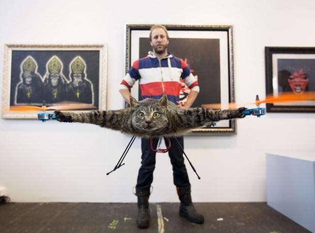 Ölen Kedisini Drone Yaptı
