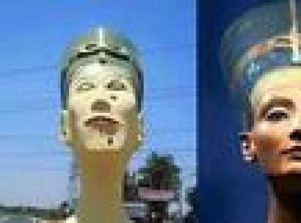 Mısırlılar 'çirkin' Nefertiti büstüne öfkeli