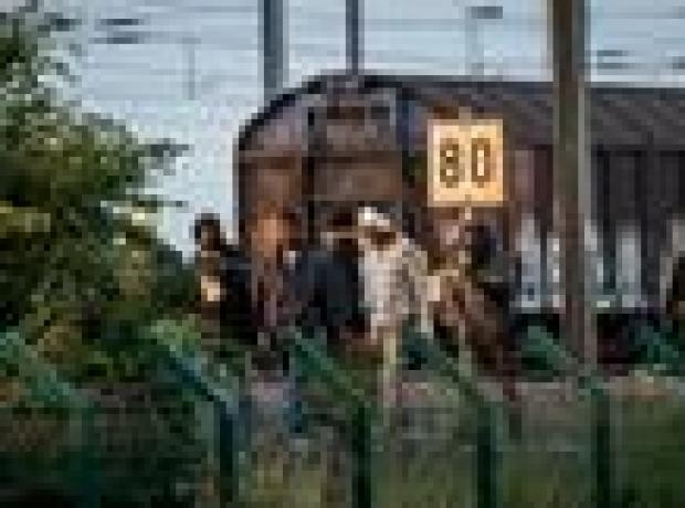 2 bin göçmen Manş Tüneli'ne akın etti