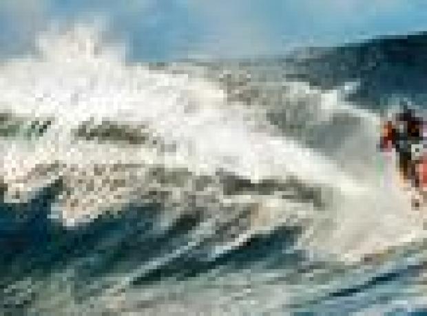 'İki teker'le dalgalar üzerinde sörf