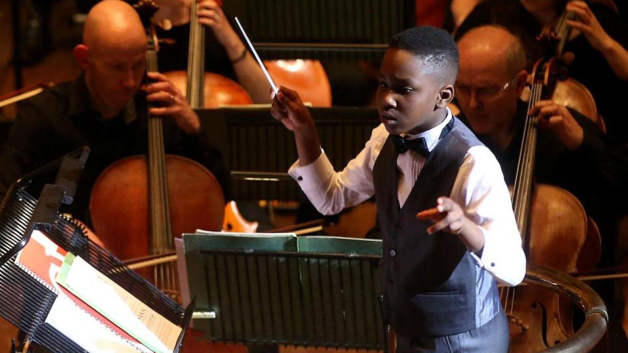 11 Yaşında Orkestra Yönetti!