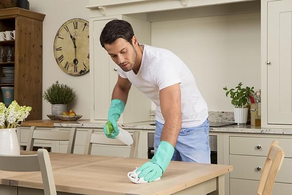 Ev işlerinde size yardımcı olur